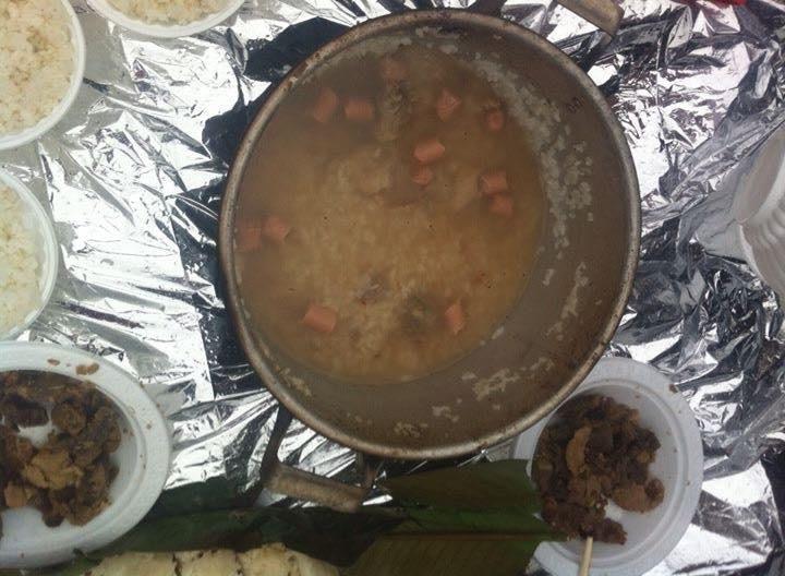 Nấu cơm tại điểm hạ trại