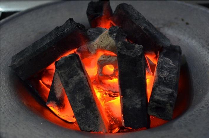 Than nướng sạch không khói làm từ mùn cưa tự nhiên