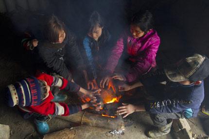 Khói than nguy hiểm như thế nào? Tại sao nên dùng than không khói?